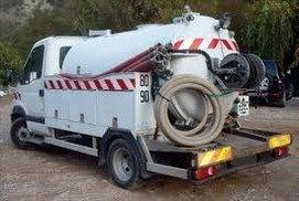 Un camion hydrocureur